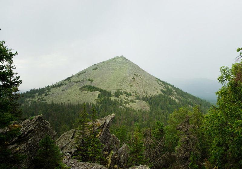 Гора Колокольная с севера Хребет Кумардак