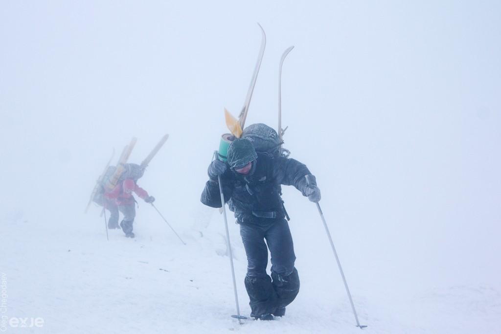 Сильный ветер и плохая видимость на плато горы Нургуш