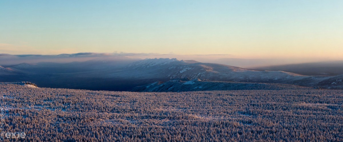 Хребет Зигальга в лучах утреннего солнца