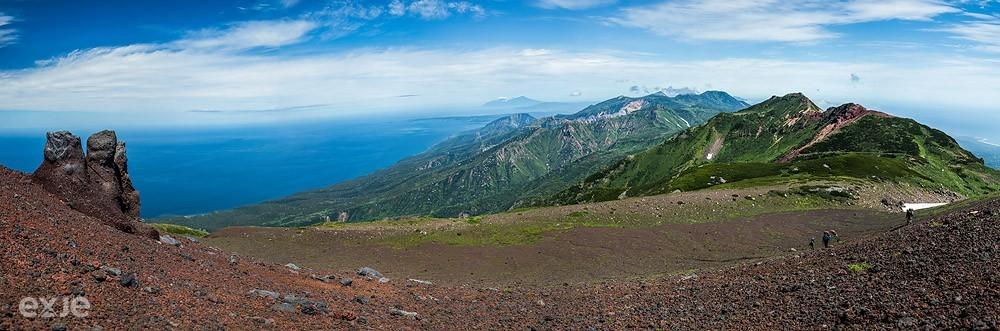 Вид на хребет Богатырь с вулкана Стокап. Остров Итуруп