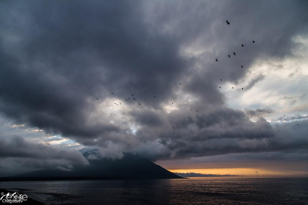Закат над вулканом Атсонупури