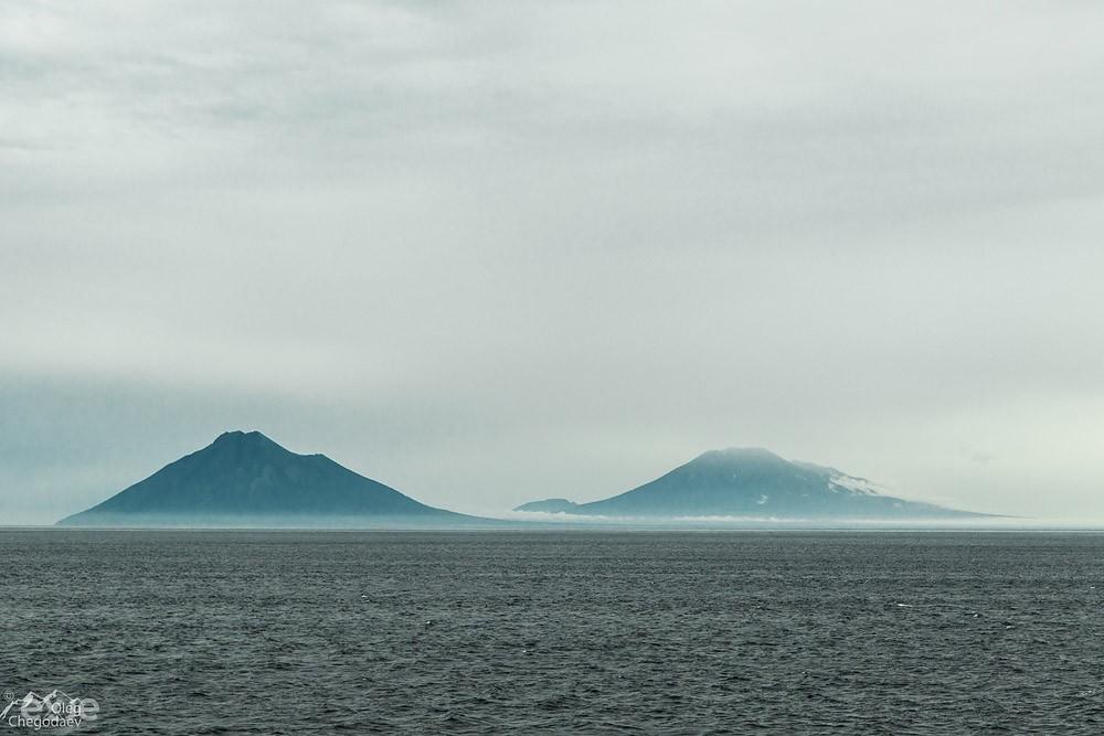 Вулканы острова Итуруп Берутарубе и Атсонупури