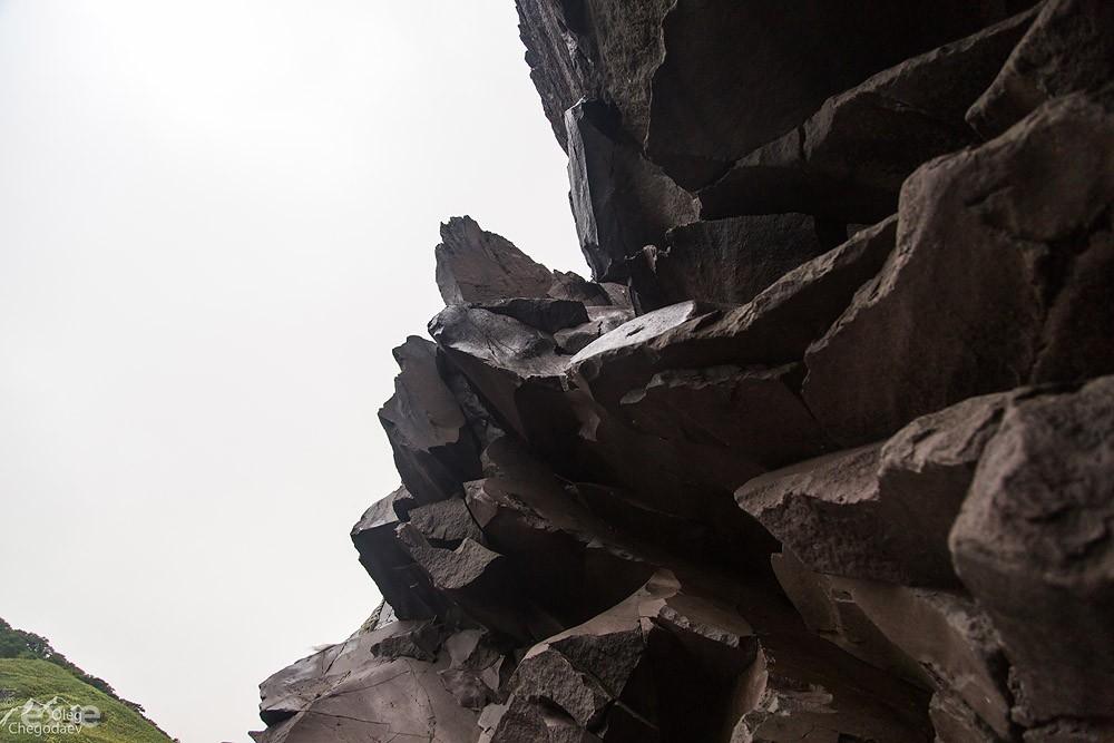 Первый непроход на пути к вулкану Богдан Хмельницкий вид снизу