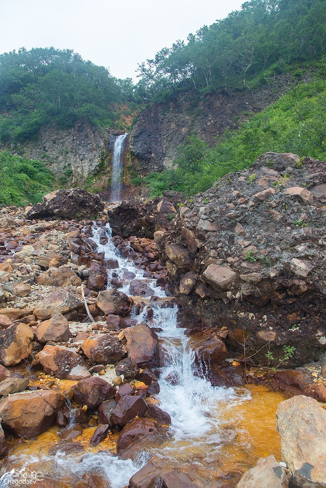Водопад на ручье Кислый Итуруп. Вулкан Богдан Хмельницкий