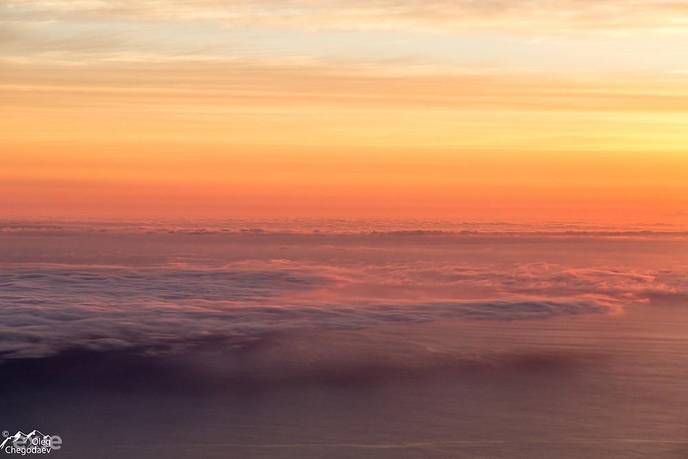 Восход над вулканами острова Итуруп