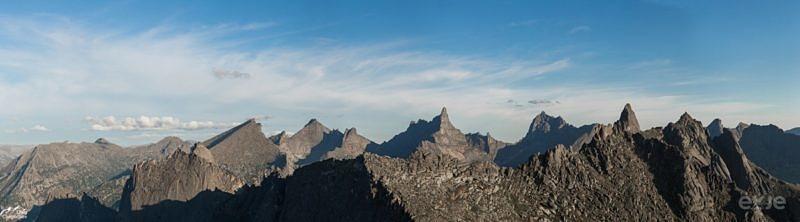 Вид с перевала на главные вершины Ергак