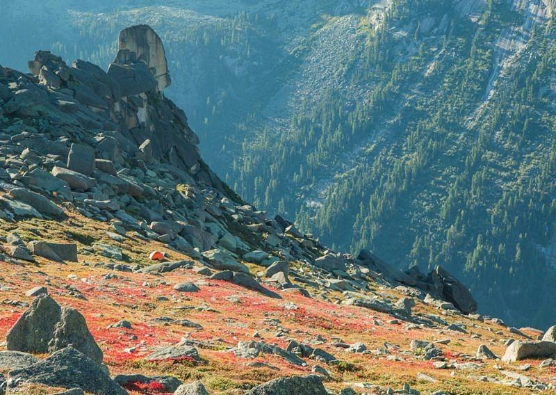 Палатка на склоне горы Зуб Дракона