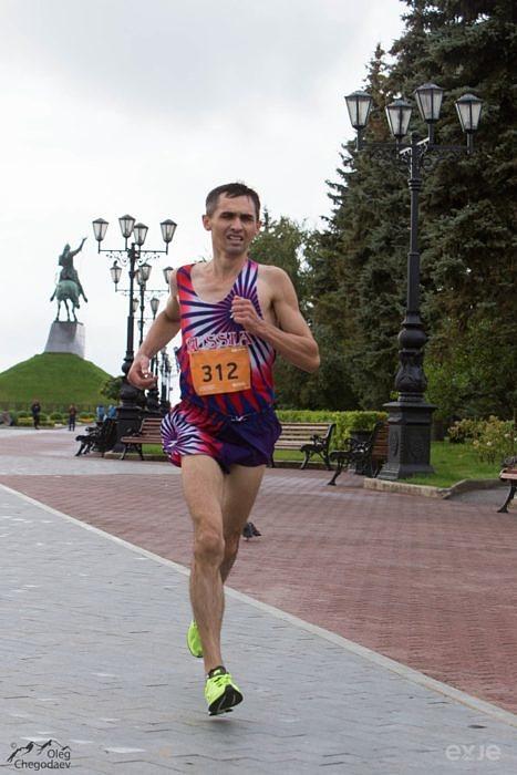 Один из лидеров Уфимского марафона на площади им. Салавата Юлаева