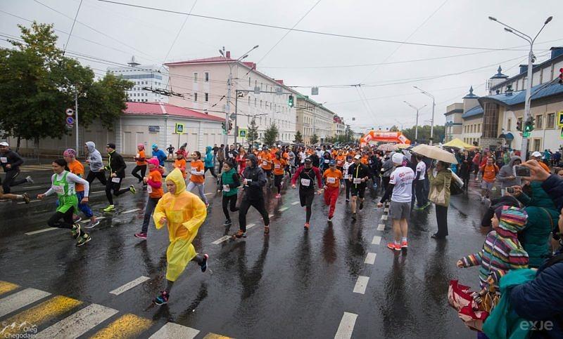 Старт дистанции 10 километров на Уфимском международном марафоне