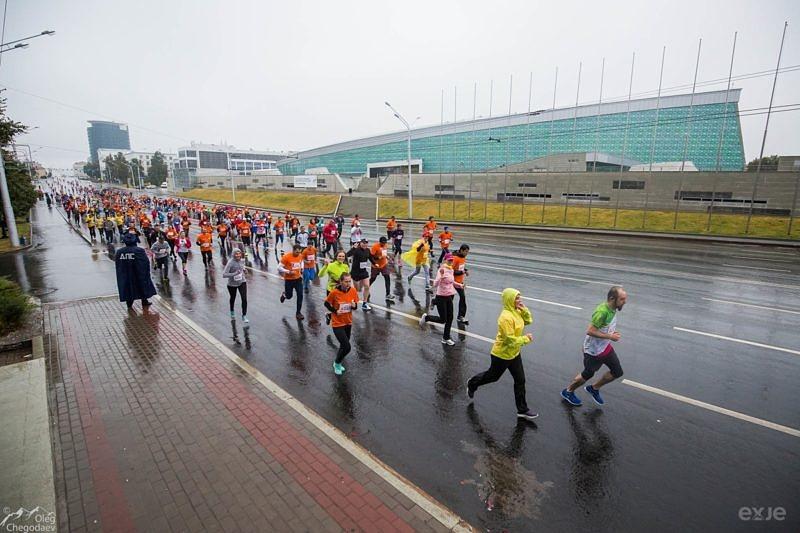 Участники забега на 10 километров на Уфимском международном марафоне