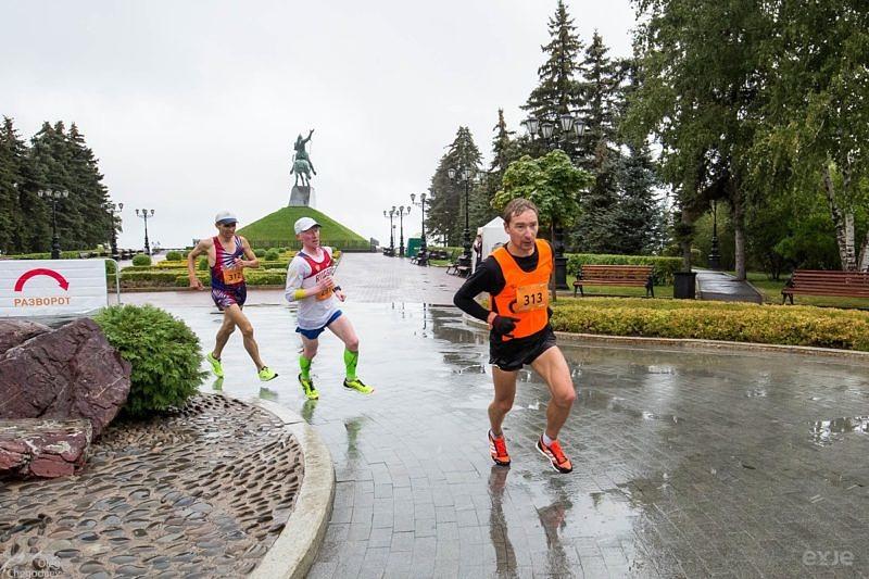 Лидеры Уфимского марафона на площади им. Салавата Юлаева