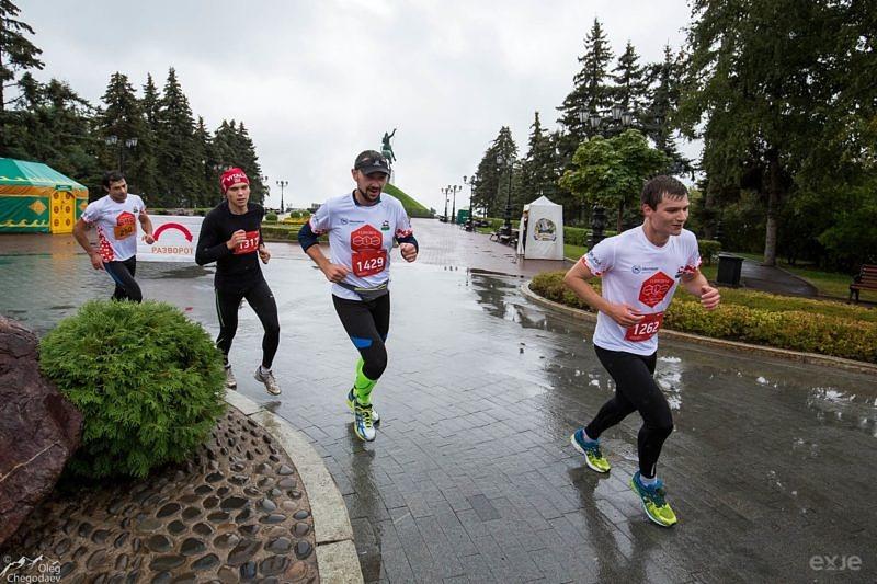 Участники Уфимского марафона на площади им. Салавата Юлаева