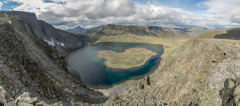 Озеро Бублик (Кольцо) с вершины цирка