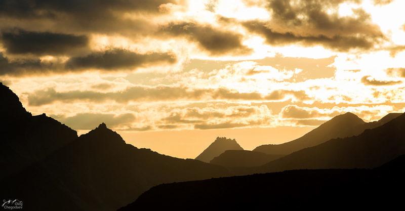 Лжеманарага на закате, со склона горы Народная
