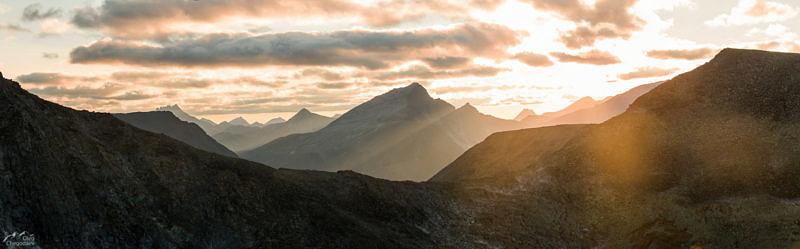 Гора Победа на закате, со склона горы Народная