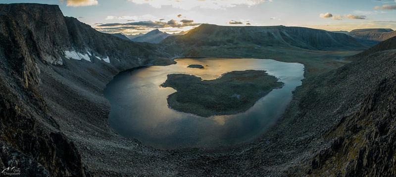 Озеро Бублик (Кольцо) на закате, со склона горы Народная