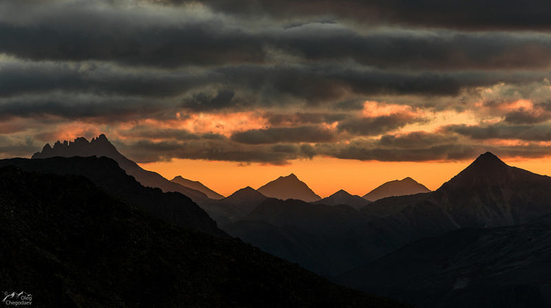 Манарага на закате, со склона горы Народная