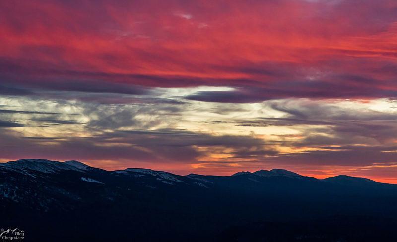 Хребет Зигальга на закате