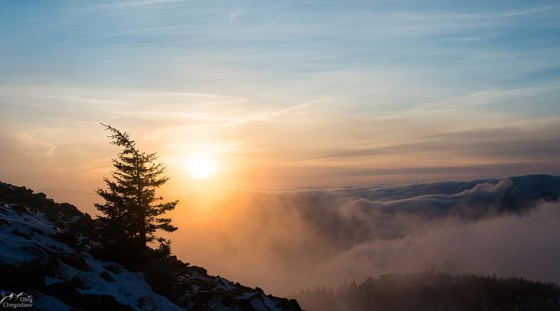 Рассвет на вершине горы Уван