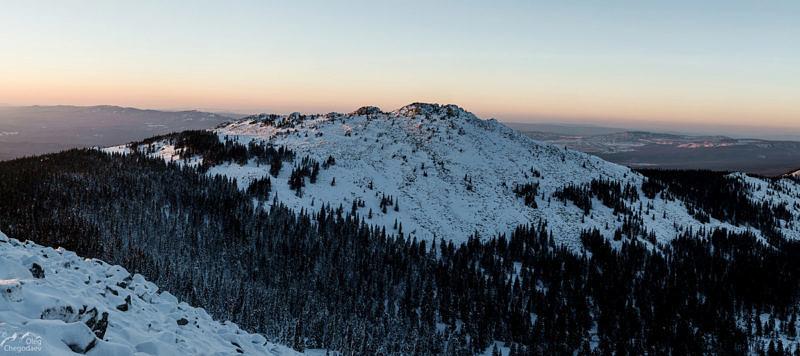 Вершина 1105 хребта Большая Сука перед закатом 3 ноября