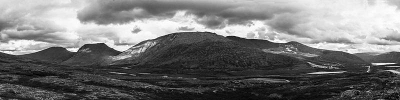Гора Еркусей, вторая слева.