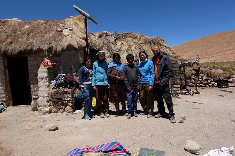 Сотрдуники музея и местные жители во главе с Константином Куксиным во время экспедиции в Южную Америку