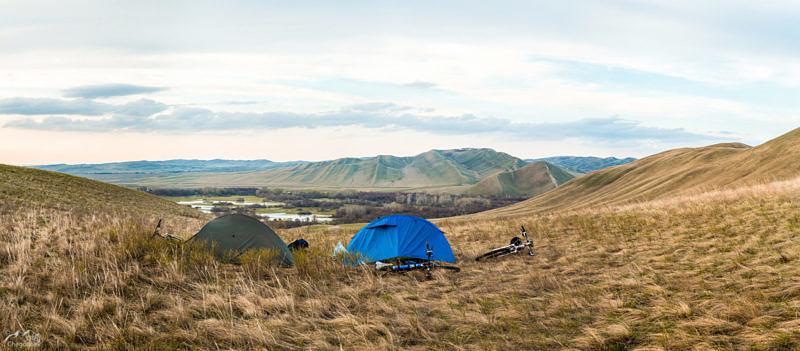 Лагерь на хребте Карамурунтау