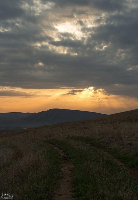 Рассвет над хребтом Карамурунтау