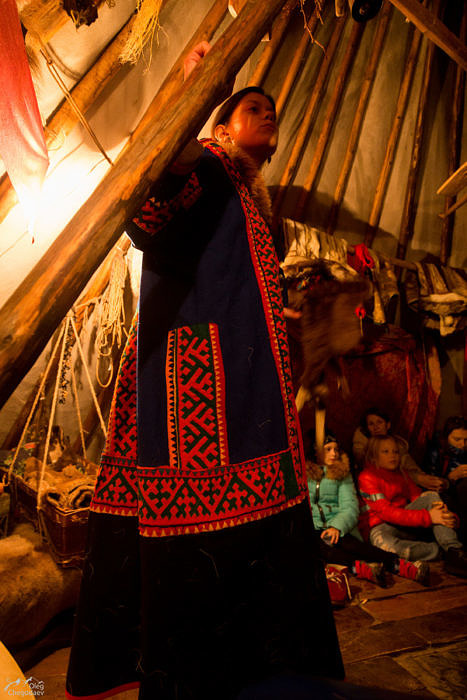 Анна Ларионова во время лекции о малочисленном народе севера Ненцах