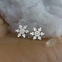 Серьги снежинки