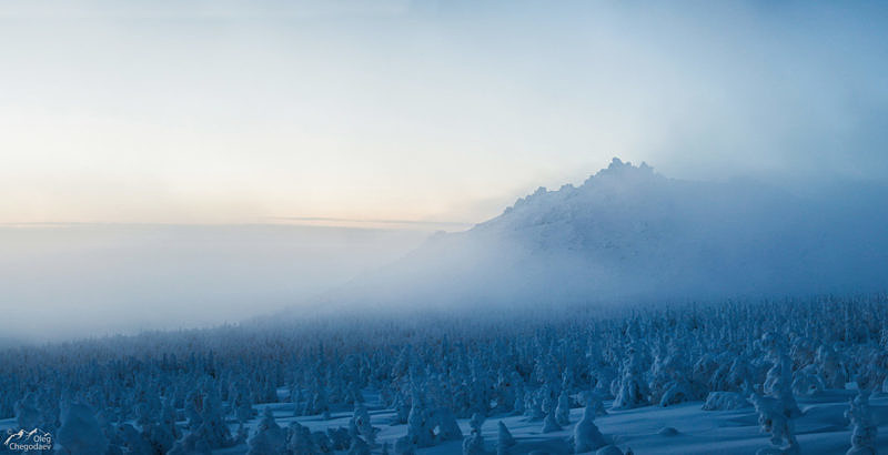 Вершина горы Семичеловечья в облаках
