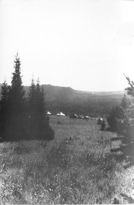 Урочище Капкалка. начало 1960 - х годов. Палатки геофизической партии на фоне хребта Маярдак