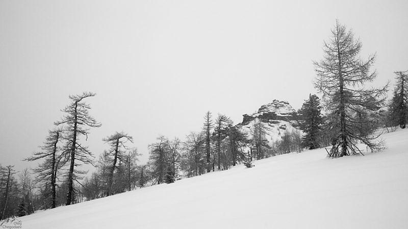 Заснеженные склоны хребта Ялангас