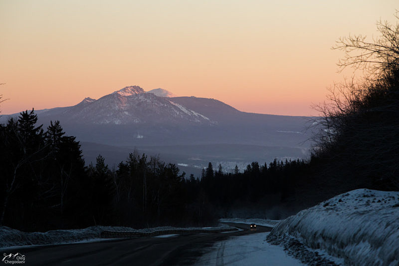 Вид на Таганай с дороги в Златоуст