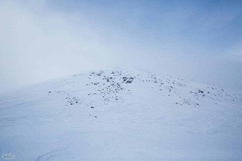Склон горы Большой Шелом у подножия Склон горы Большой Шелом у подножия