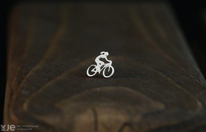 """Серьга """"Велосипедистка"""""""