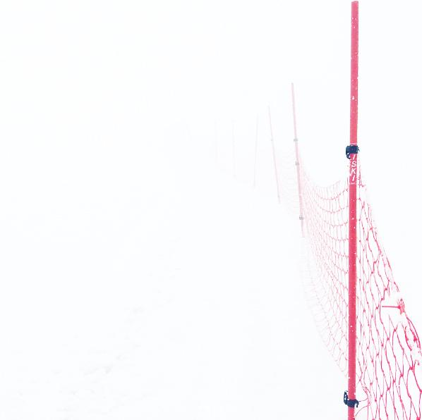 Трасса соревнований по скиальпинизму в облаках.