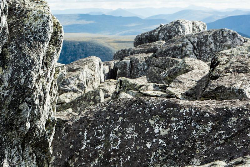 Как долго сохраняются надписи нацарапанные на Уральских камнях.
