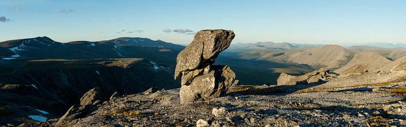 Каменный болван на хребте Малдынырд