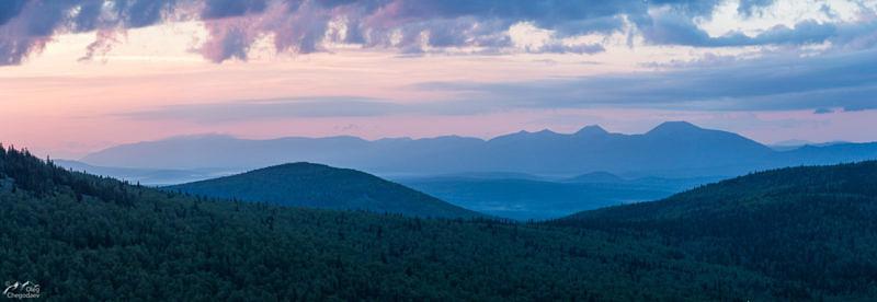 Вид на хребет Зигальга, гору Большой Шелом с хребта Сухих Гор