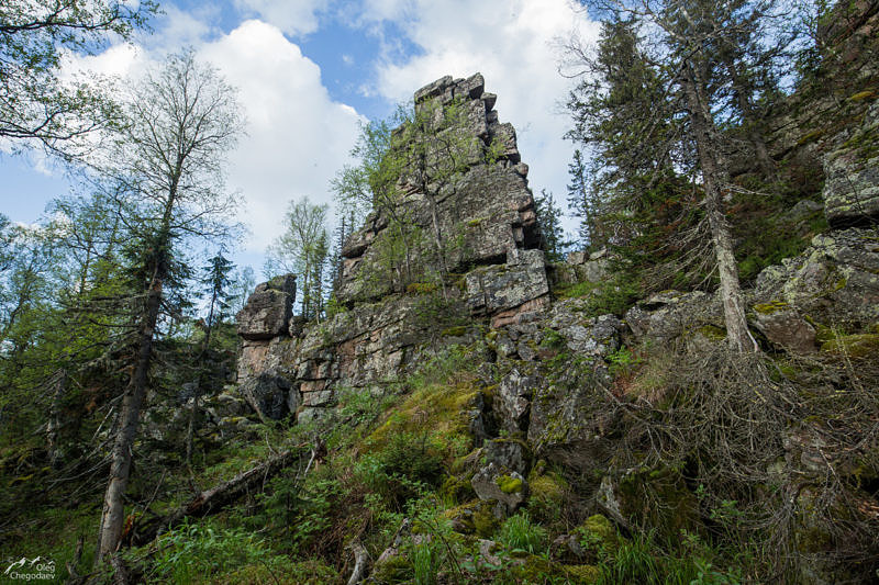Скалы на вершине 1030, хребта Сухих Гор