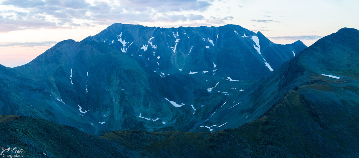 Гора Тельпосиз после заката