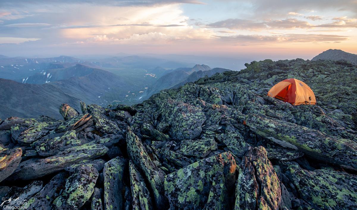 Ночевка на вершине горы Тельпосиз