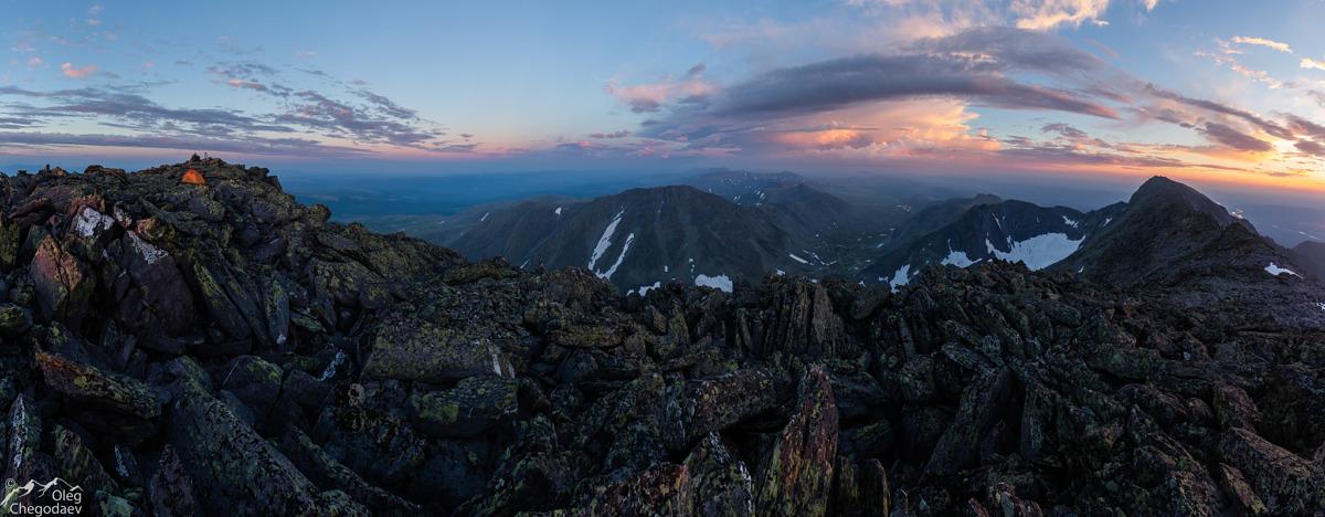 Закат на вершине горы Тельпосиз