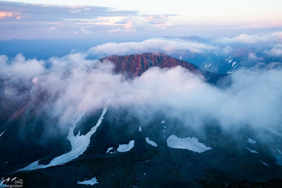 Рассвет на горе Тельпосиз