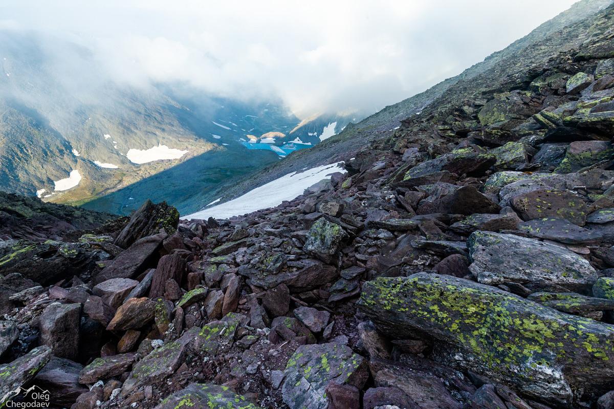 Спуск от боковой вершины в долину