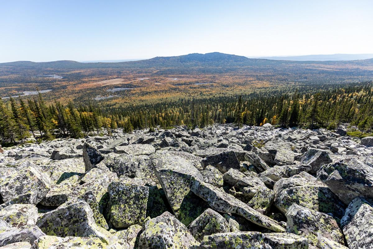 Вид на Тыгынские болота и хребет Аваляк с восточного склона Иремеля