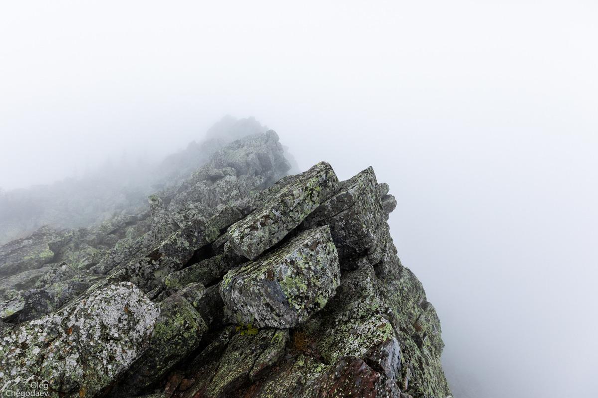 Вершина горы Кумардак в облаках