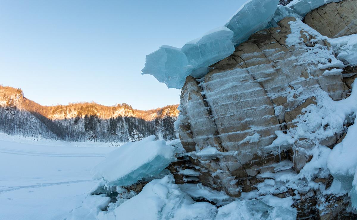 Берега Юмагузинского водохранилища зимой