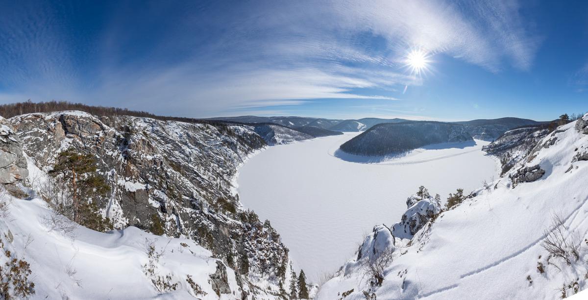 Вид со скал Кунай на юмагузинское водохранилище